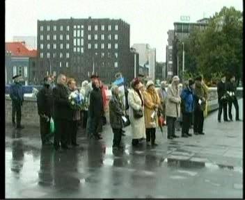 Eesti inimesed mälestavad. Kaitseminister Mart Laar nende üritusel ei käinud. Kaader PBK