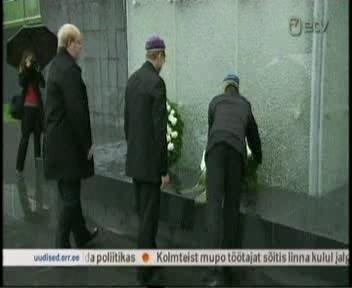 Mart Laar pärg klaasist ristisambale, korruptsiooni monumendile.